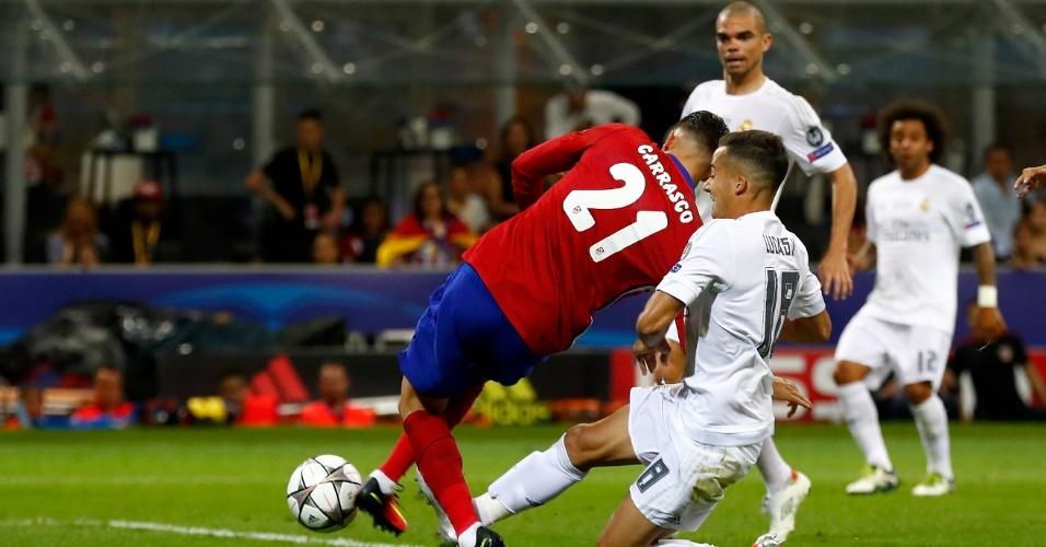 Carrasco completa cruzamento de Juanfran para empatar a final da Liga dos Campeões entre Real Madrid e Atlético de Madri