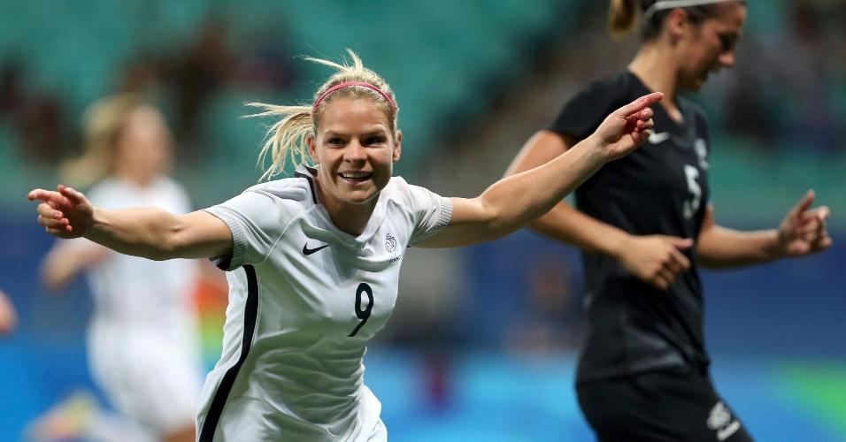 Eugenie le Sommer, da França, comemora o primeiro gol diante da equipe da Nova Zelândia
