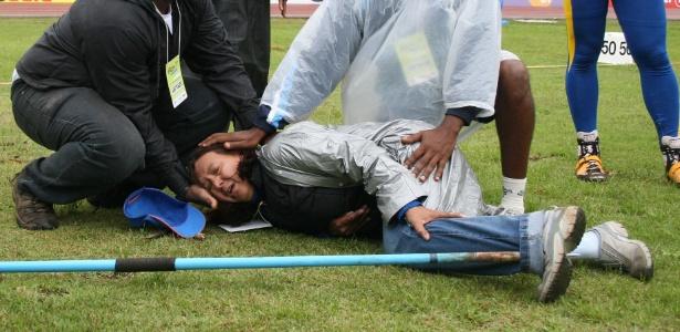 Lia Mara Lourenço foi atingida por dardo no Troféu Brasil de Atletismo 2006 (foto) - Nilton Fukuda/Folha Imagem