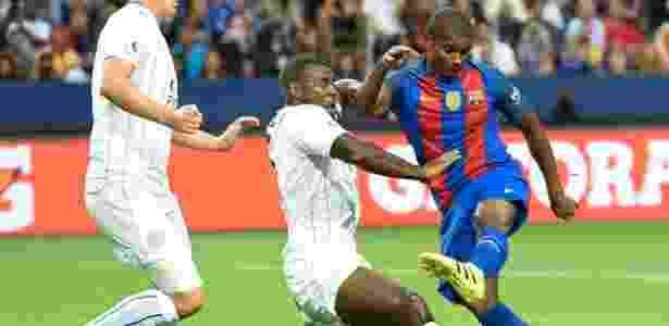 Marlon durante amistoso do Barcelona: contratação em definitivo  - JONATHAN NACKSTRAND/AFP