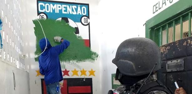 Pintura com menção ao time Compensão é apagada do presídio Compaj em ação de 2015
