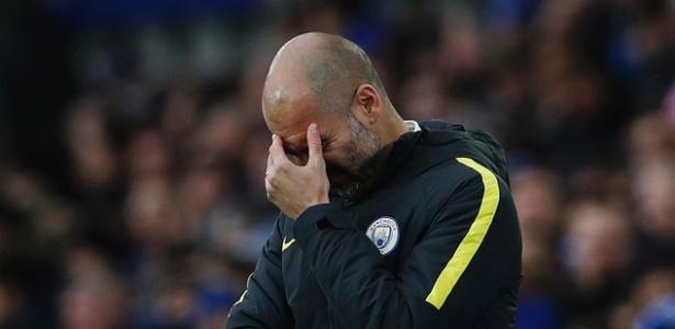 Guardiola se mostrou abatido durante jogo contra o Everton