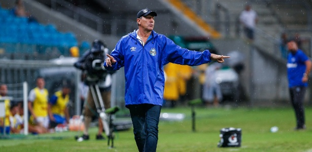 Renato Gaúcho já definiu os titulares do Grêmio, mas faz questão de esconder