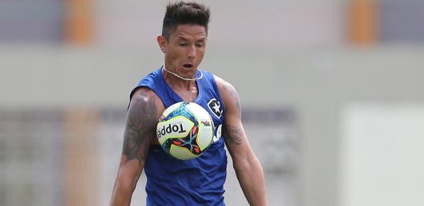 Canales terá segunda chance no Botafogo após ser considerado carta fora do baralho