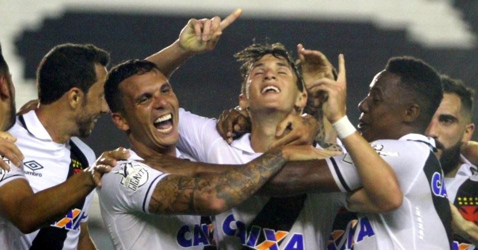 Mateus Vital comemora o gol do Vasco contra o Grêmio