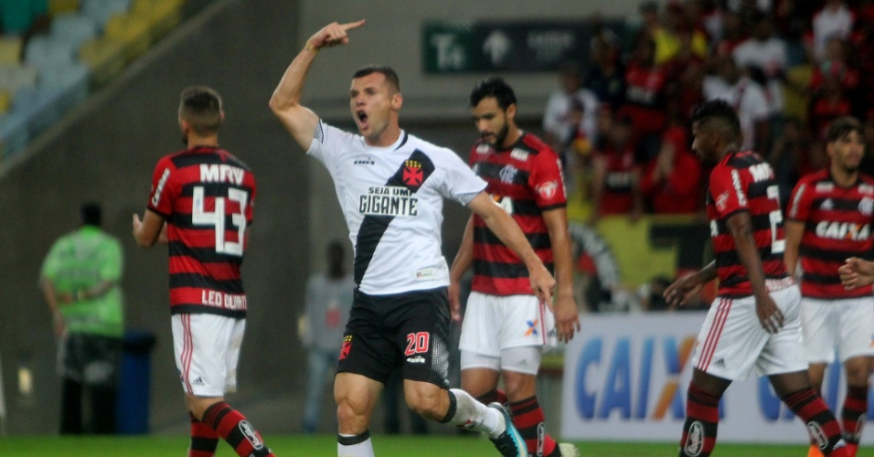 Wagner comemora gol do Vasco diante do Flamengo em jogo pelo Campeonato Brasileiro 2018