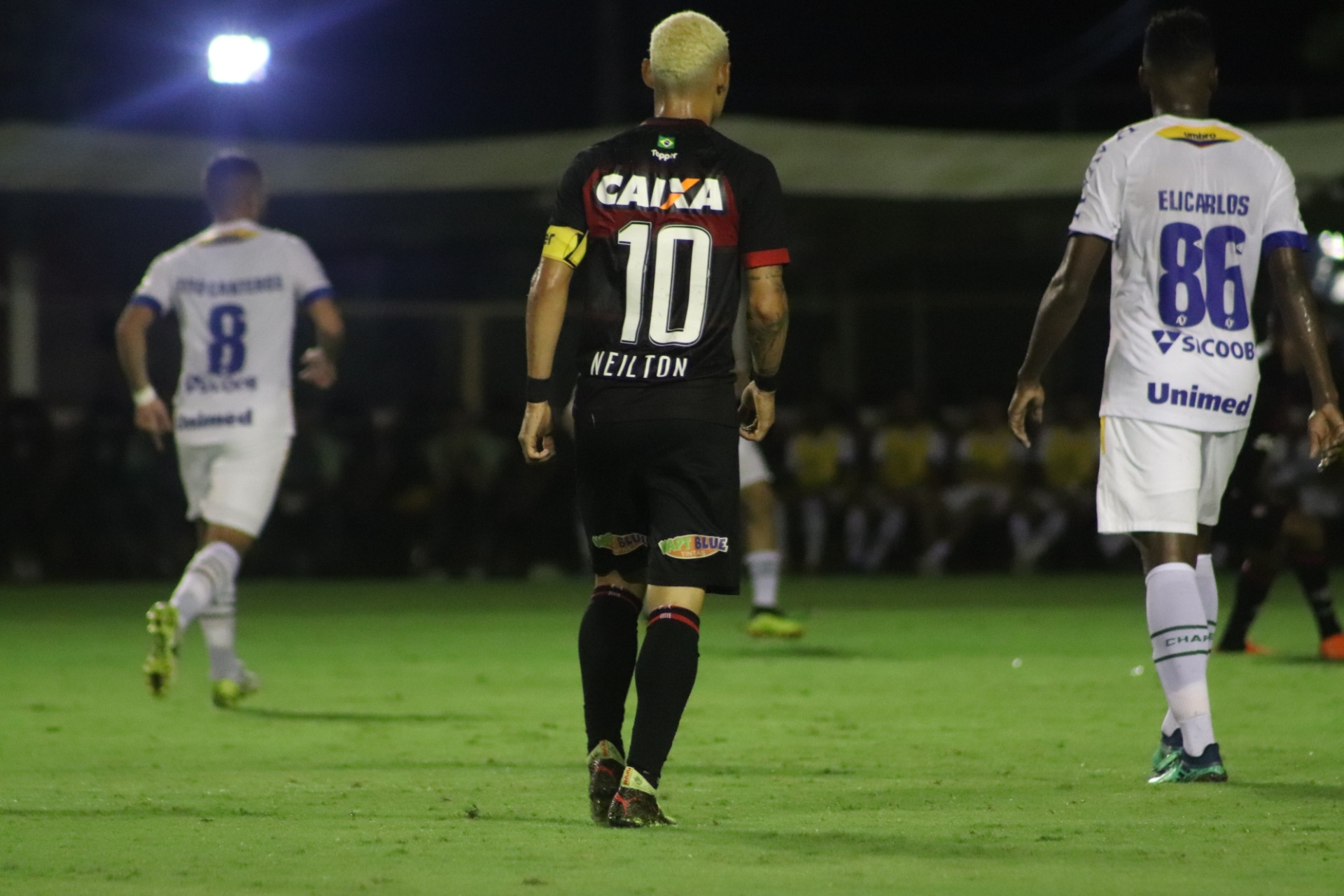 Vitória bate Chape com gol de Neilton e se afasta das últimas colocações -  06 06 2018 - UOL Esporte dba4ec6a7563d