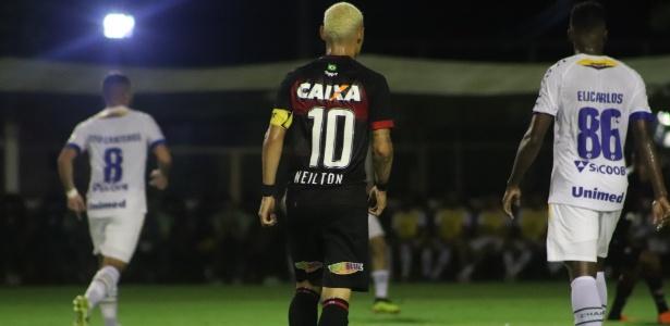 Vitória bate Chape com gol de Neilton e se afasta das últimas colocações -  06 06 2018 - UOL Esporte 2801d6ced5134