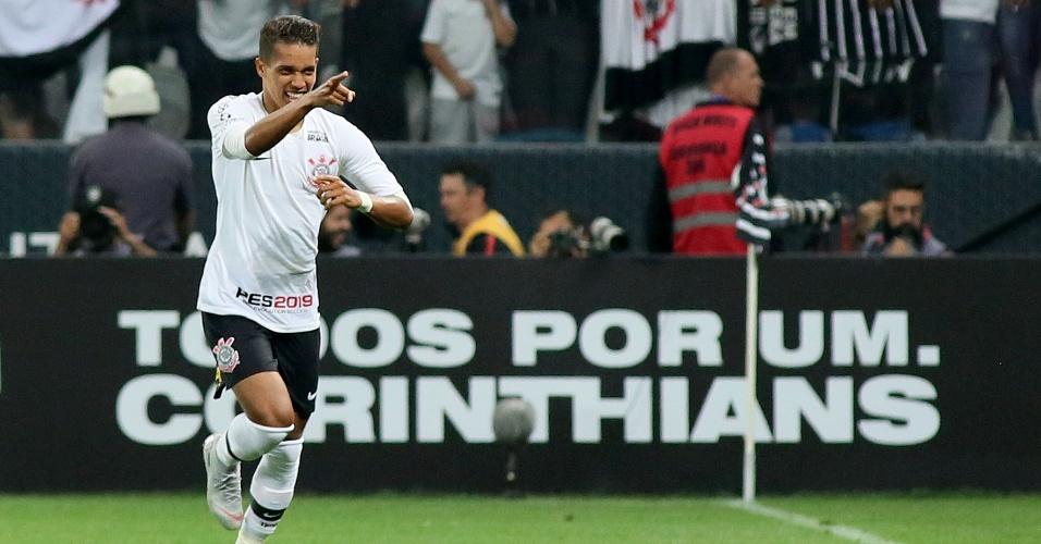 Pedrinho comemora gol marcado pelo Corinthians na semifinal da Copa do Brasil