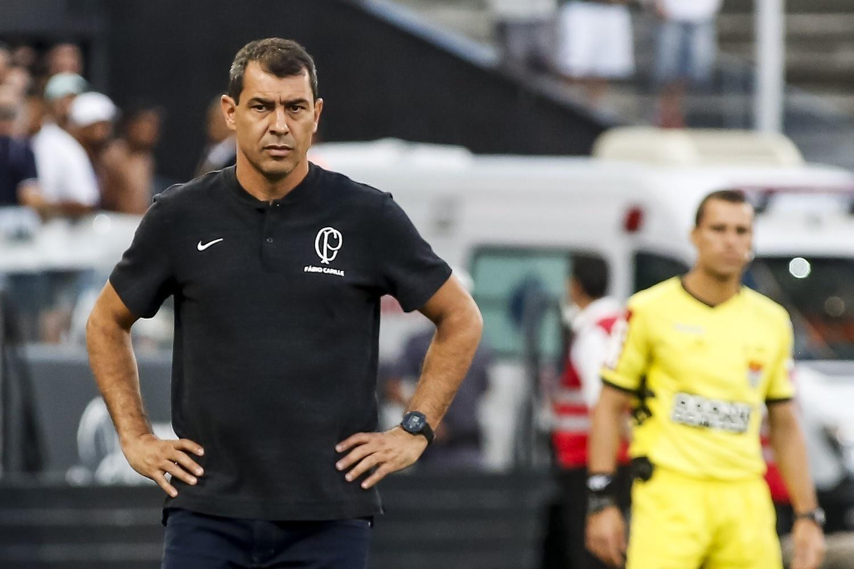 3baa0fc8f2 Fábio Carille comanda o Corinthians durante partida do Campeonato Paulista