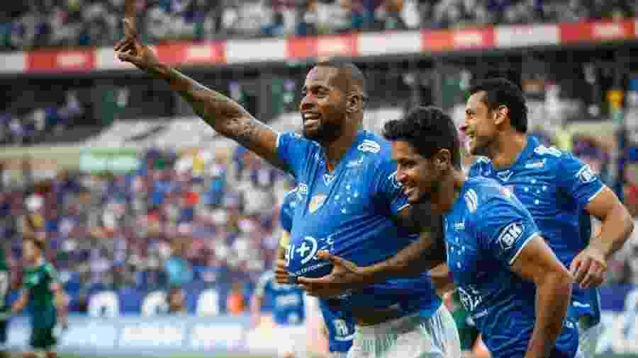 Zagueiro Dedé não foi procurado pelo Corinthians e está fora dos planos da diretoria alvinegra - Vinnicius Silva/Cruzeiro