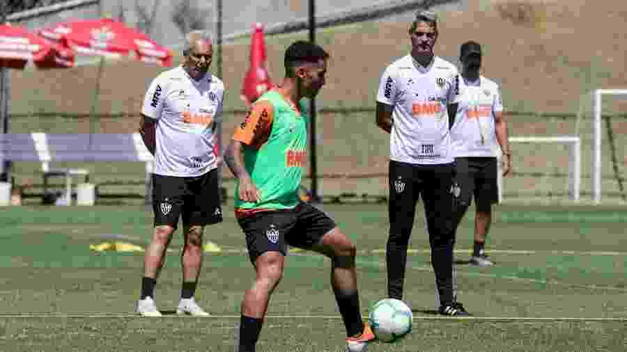 Bruninho, meia-atacante do Atlético-MG, entra na vaga de Chará em treinamento na Cidade do Galo - Bruno Cantini/Divulgação/Atlético-MG