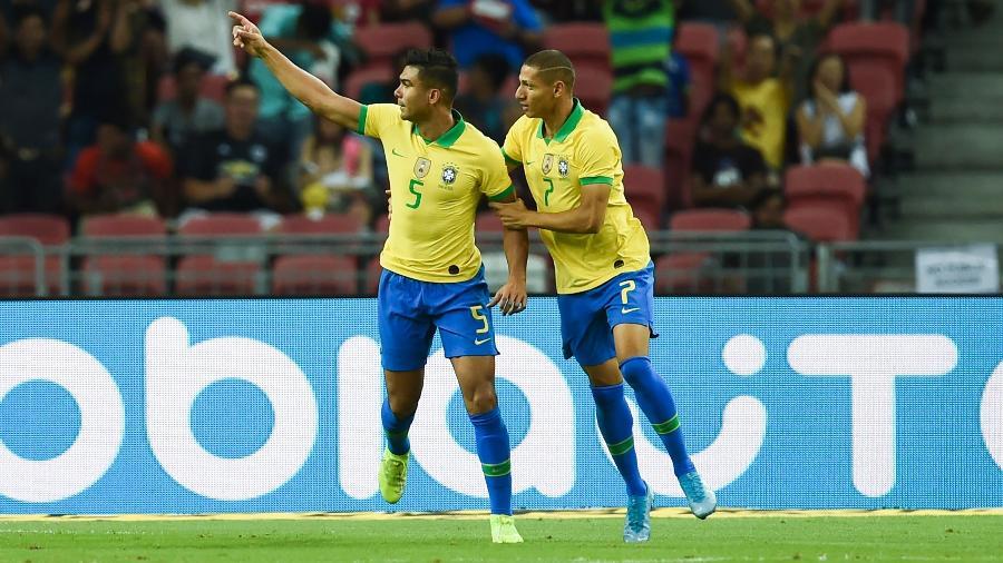 Casemiro comemora gol da seleção brasileira em amistoso Brasil x Nigéria em Cingapura - Roslan Rahman/AFP