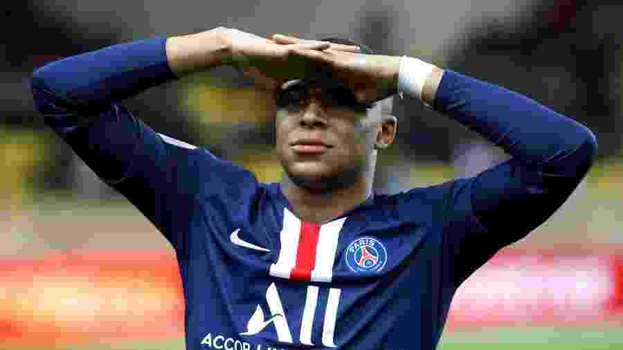 Mbappé gesticula durante jogo do PSG - Eric Gaillard/Reuters