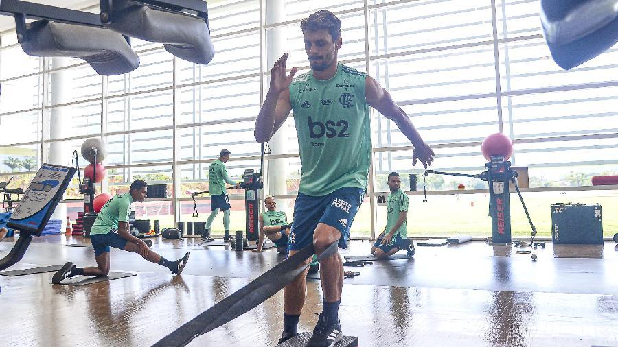 Zagueiro Rodrigo Caio falou sobre a volta do futebol no Rio e vê Flamengo pronto
