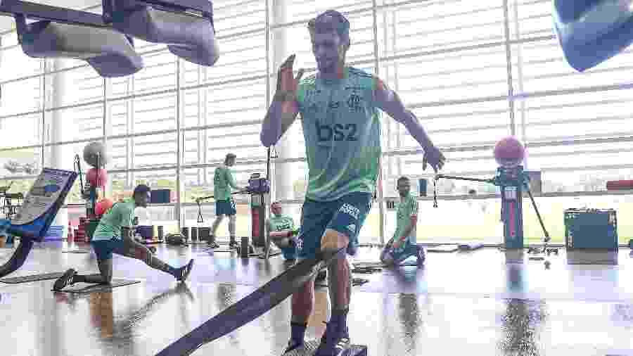 Zagueiro Rodrigo Caio está sendo preparado para retornar na final da Supercopa do Brasil - Alexandre Vidal & Marcelo Cortes / Flamengo