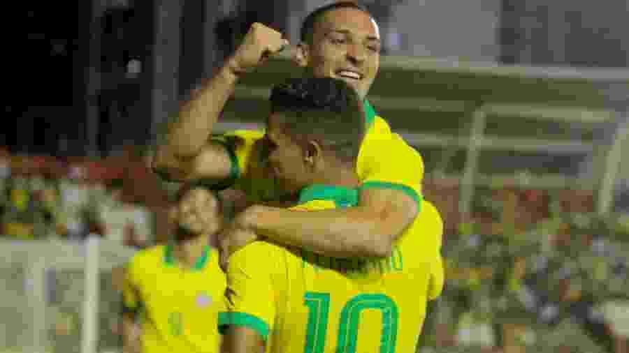 Antony e Pedrinho comemoram gol da seleção olímpica - Marcel Lisboa/AGIF