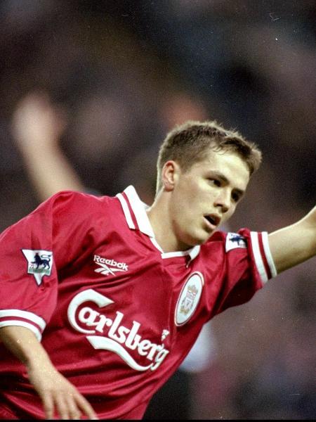 Michael Owen comemora gol pelo Liverpool em 1998 - Phil Cole / Allsport