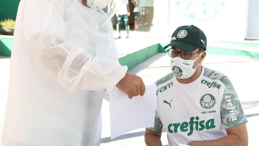 O técnico Vanderlei Luxemburgo faz teste de covid-19 na Academia de Futebol do Palmeiras  - Divulgação/Palmeiras-Cesar Greco