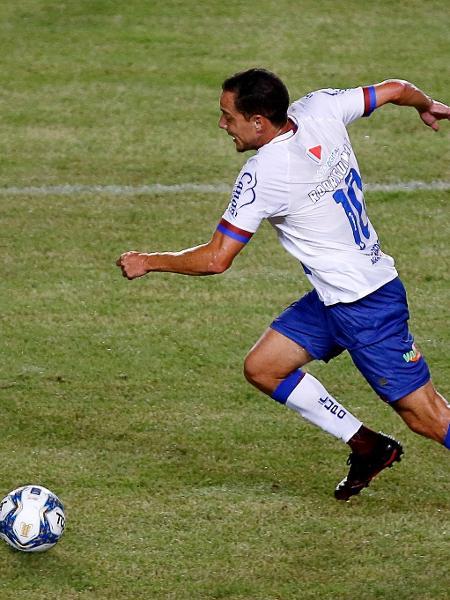 Rodriguinho avança com a bola em partida do Bahia pela Copa do Nordeste - Felipe Oliveira/EC Bahia