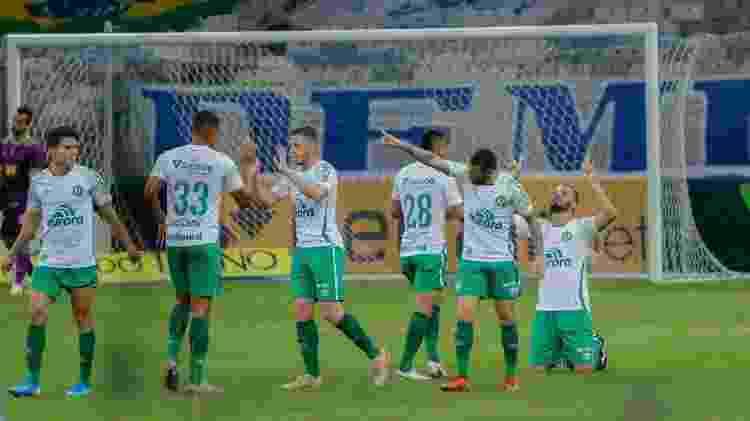 Jogadores da Chapecoense comemoram gol contra o Cruzeiro - VIVIANE MOREIRA/FUTURA PRESS/ESTADÃO CONTEÚDO - VIVIANE MOREIRA/FUTURA PRESS/ESTADÃO CONTEÚDO