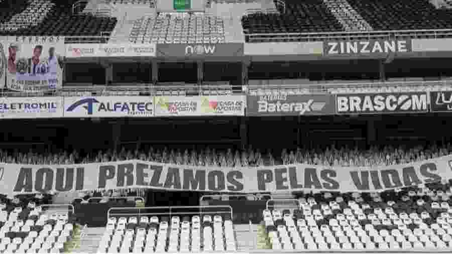 Faixa provocativa no Nilton Santos antes de Botafogo x Flamengo provocou reação do Rubro-negro  - Reprodução