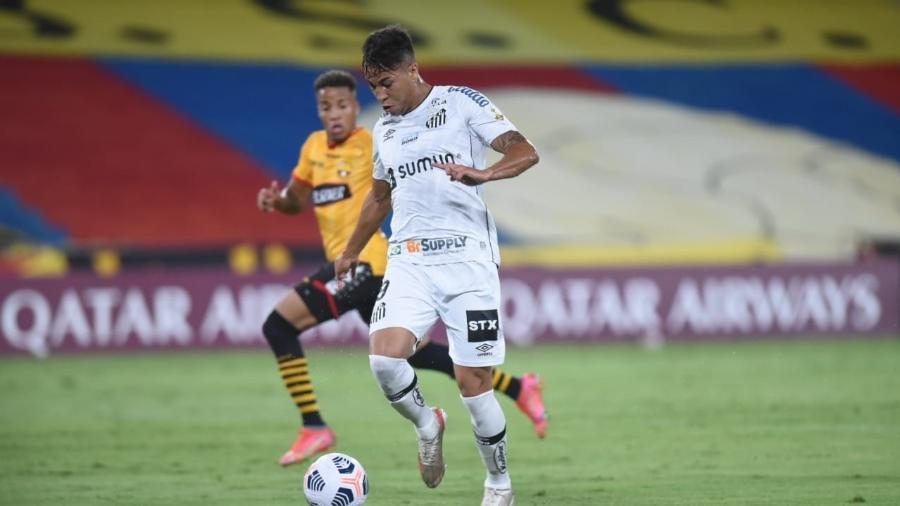Kaio Jorge conduz a bola em Barcelona x Santos pela Libertadores - Santos/Divulgação