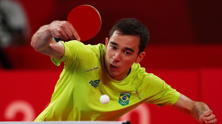 Hugo Calderano em ação contra Dimitrij Ovtcharov nos Jogos Olímpicos de Tóquio - Luisa Gonzalez/Reuters