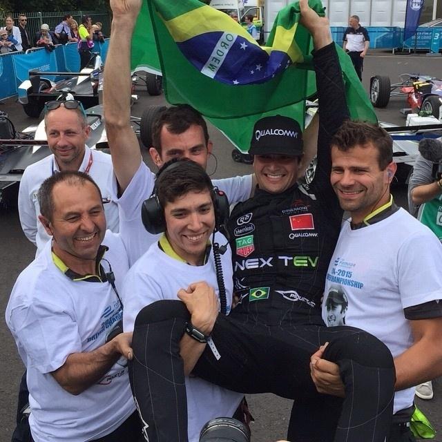 Nelsinho Piquet comemora o título da primeira edição da Fórmula E