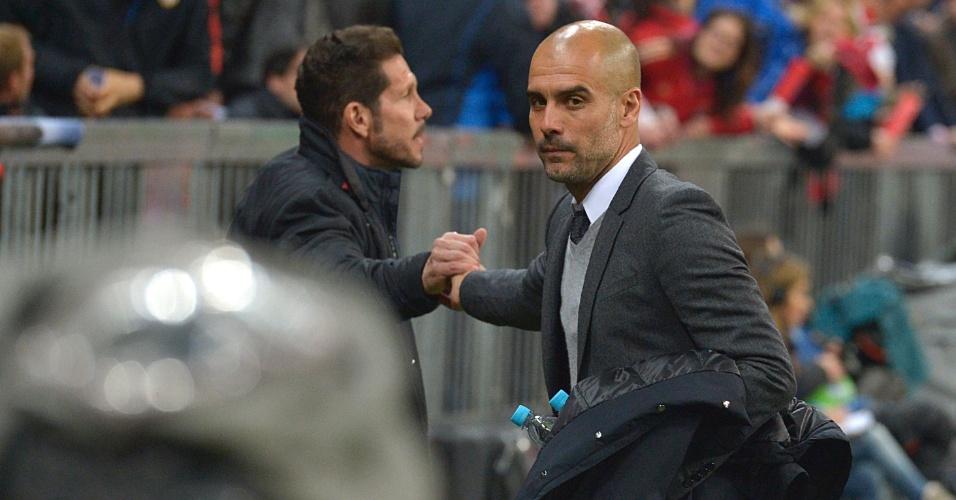 Diego Simeone e Pep Guardiola antes do segundo jogo da semifinal da Liga dos Campeões entre Bayern de Munique e Atlético de Madri