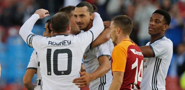 Atacante sueco não vê 'problema nenhum' em jogar com o camisa 10