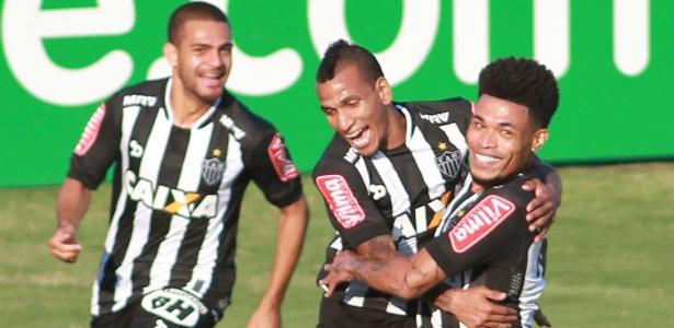 Júnior Urso comemora gol do Atlético-MG contra a Ponte Preta pelo Brasileirão
