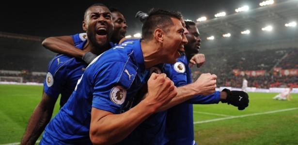 Jogadores do Leicester celebram empate - Anthony Devlin/REUTERS