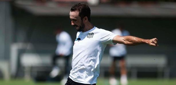 Atleta tem contrato com o Santos até o fim deste ano e recebe R$ 300 mil mensais