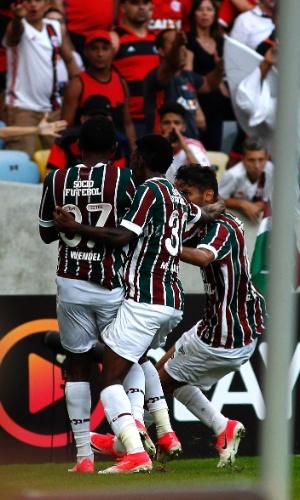 Jogadores do Fluminense comemoram o gol de Wendel diante do Flamengo pelo Campeonato Brasileiro 2017