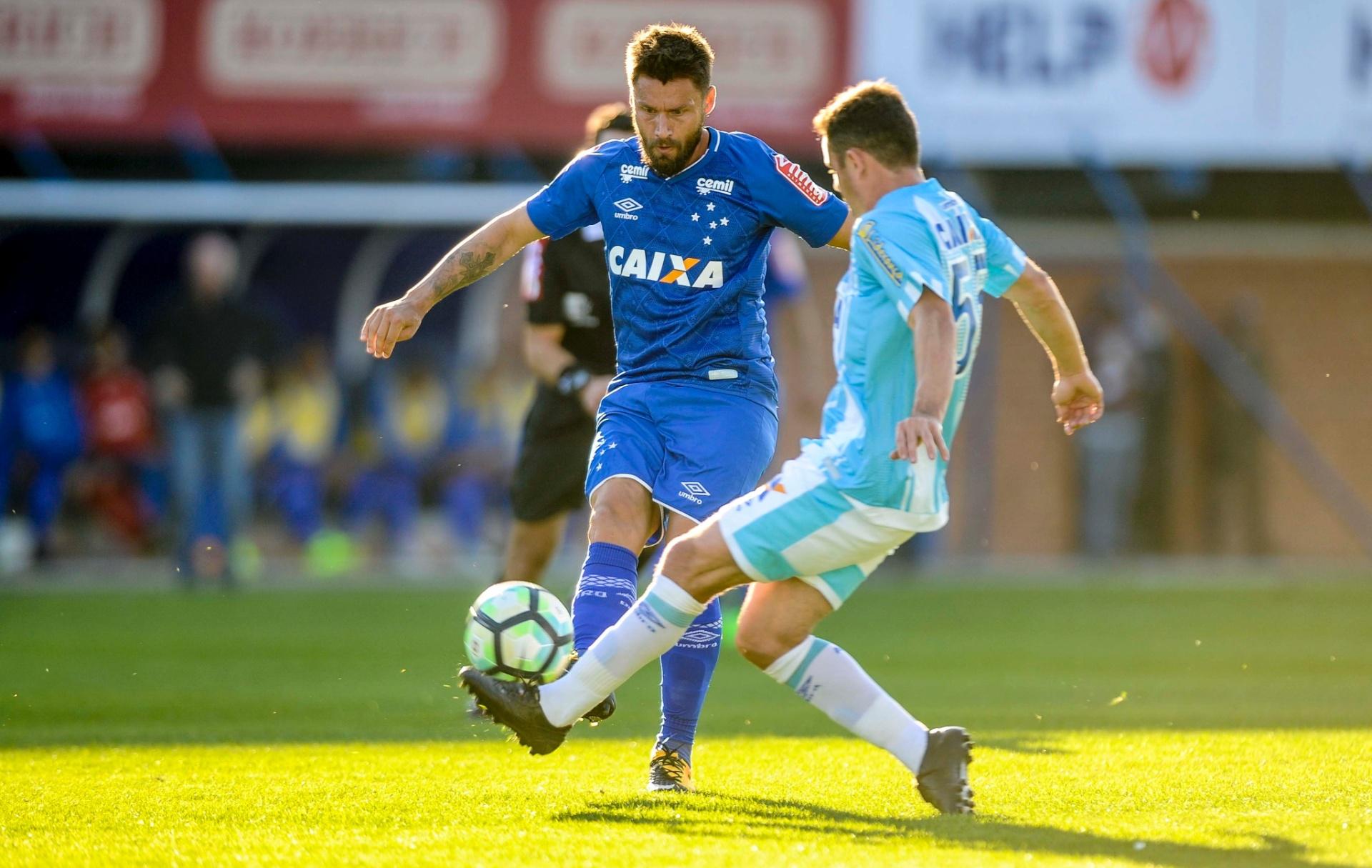 c9944716e6 Avaí respira com vitória simples e impede Cruzeiro de chegar ao G-6 -  23 07 2017 - UOL Esporte