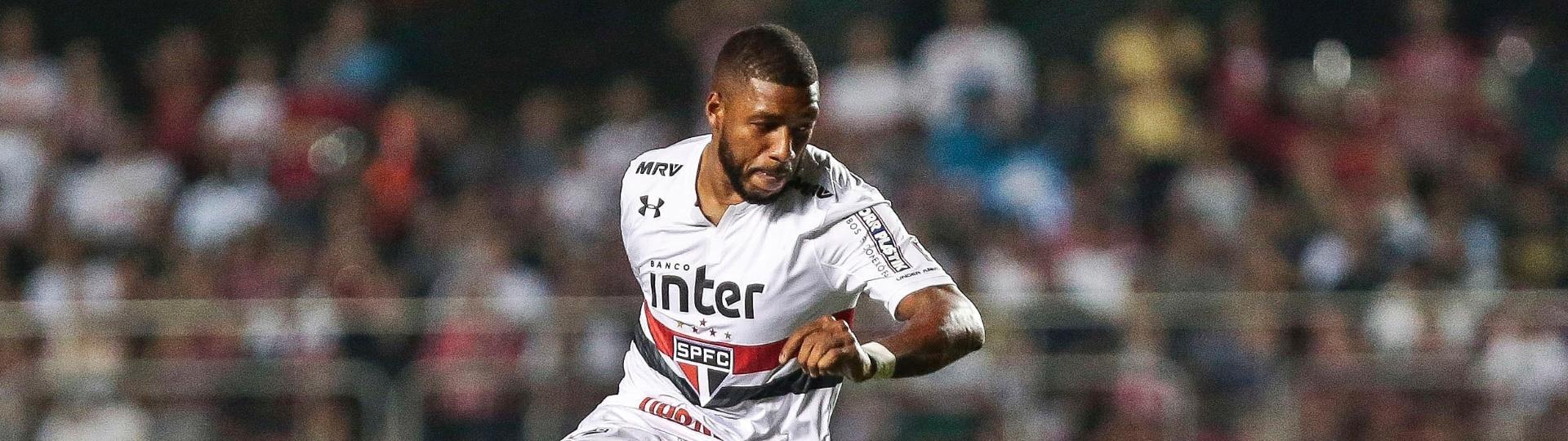 Jucilei, do São Paulo, em ação durante jogo contra a Ponte Preta