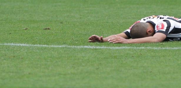 Atacante sofreu grave lesão no joelho no penúltimo treino atleticano da temporada