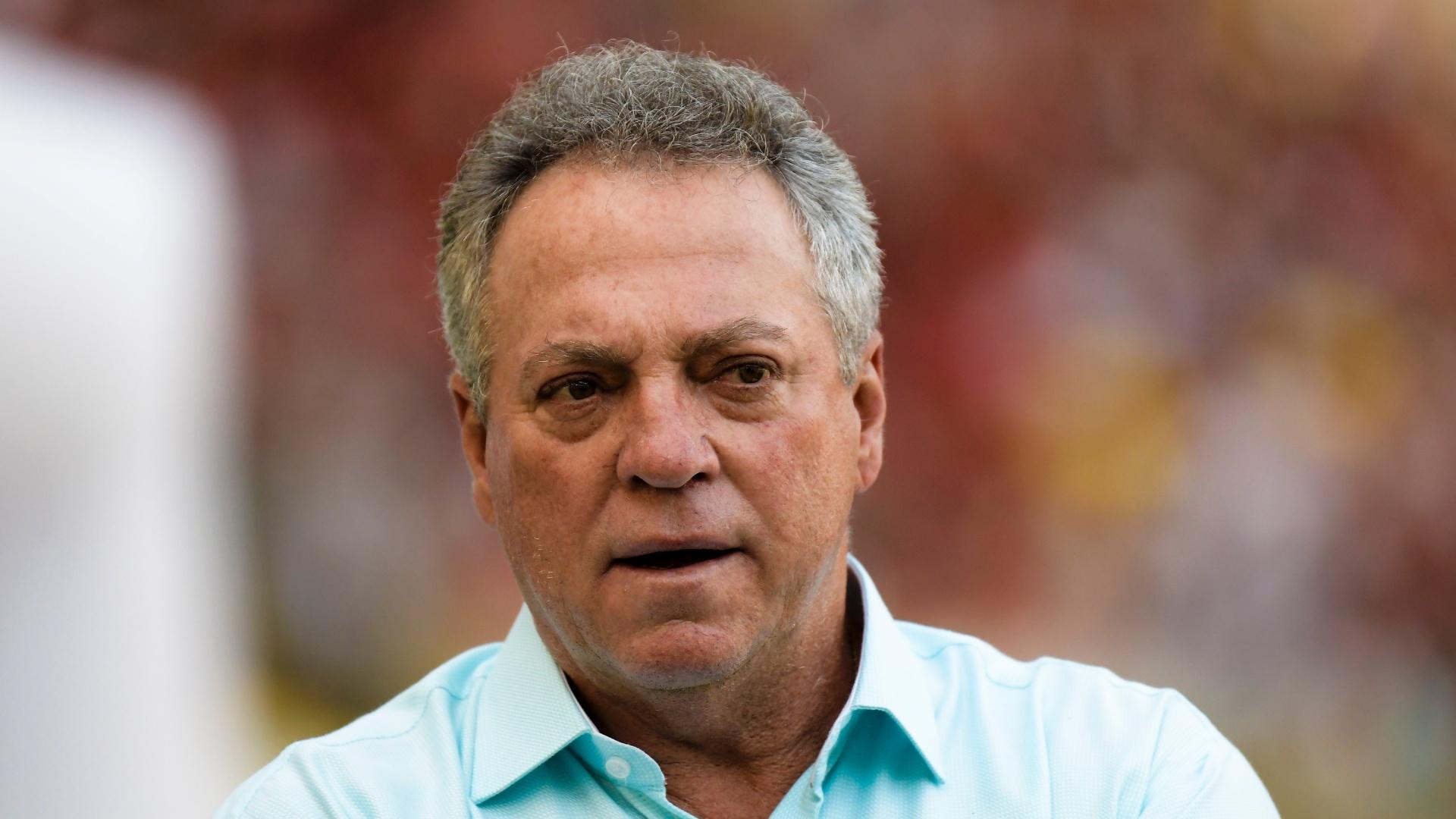 O técnico Abel Braga comanda o Fluminense contra o Flamengo