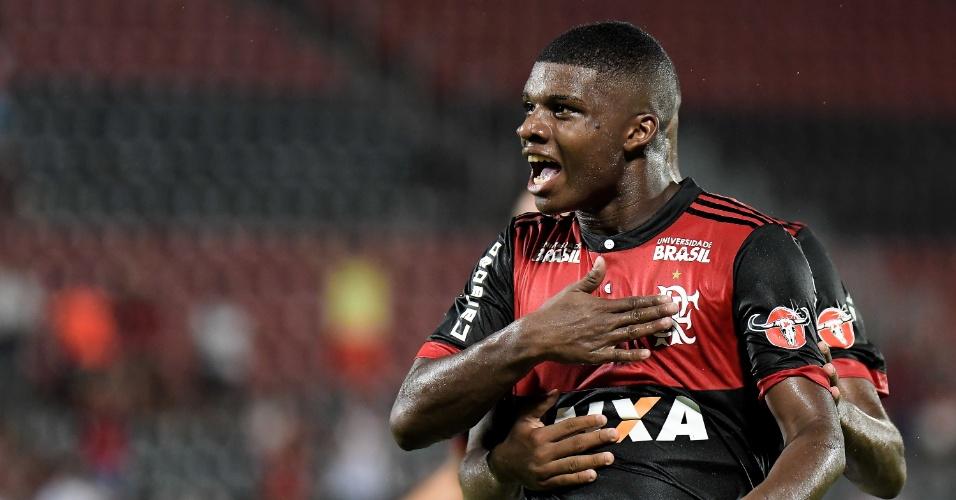 Lincoln comemora gol do Flamengo contra o Bangu