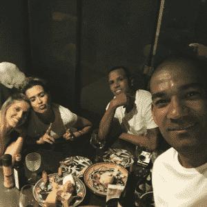 Sem clube, Luis Fabiano recebe visita de Rodrigo, ex-Ponte, e esposa - Reprodução/Instagram