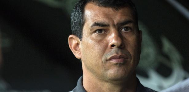 Carille pouco antes de jogo com o Vitória; técnico atuou em seis jogos do Brasileiro - Daniel Vorley/AGIF