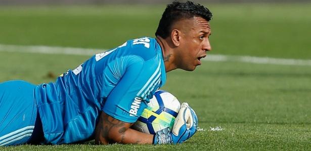 Sidão em ação durante jogo do São Paulo contra o Santos