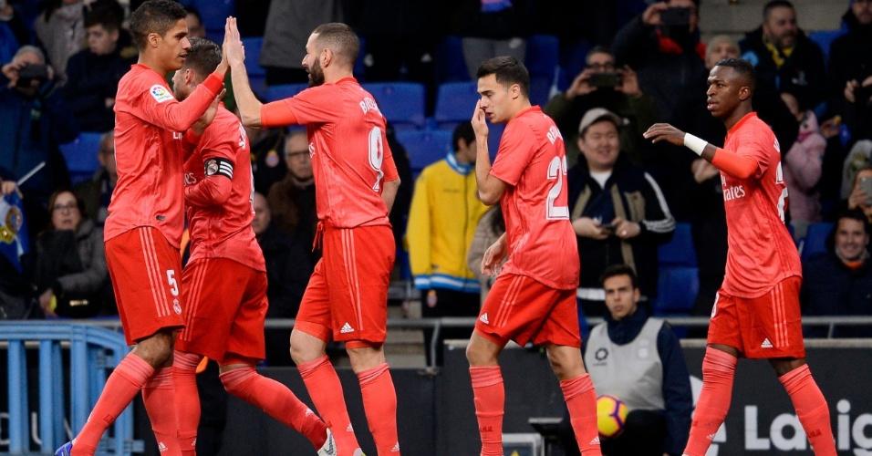 0d6e8693aa24a Jogadores do Real Madrid comemoram gol contra o Espanyol