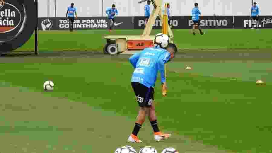Clayson, atacante do Corinthians, durante treino nesta segunda-feira (19), no CT Joaquim Grava - Gabriel Carneiro/UOL Esporte