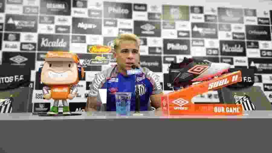Soteldo concede entrevista coletiva no Santos - UOL