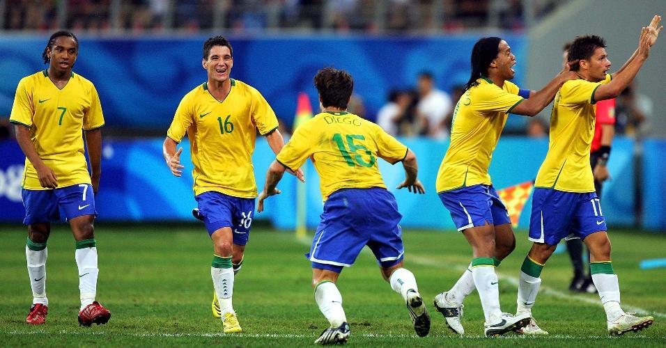 Anderson, Thiago Neves, Diego, Ronaldinho e Rafael Sóbis em jogo da seleção olímpica em 2008