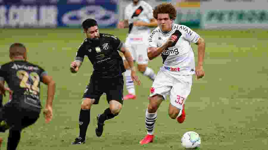 Lateral esquerdo Neto Borges foi titular do Vasco contra o Ceará, mas não atuou em sua posição de origem - Rafael Ribeiro / Vasco