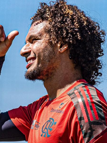 Willian Arão sorri durante treino do Flamengo no Ninho o Urubu - Alexandre Vidal/Flamengo