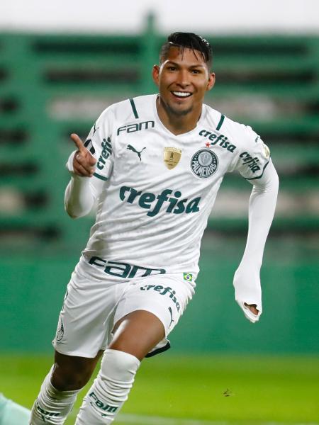 Rony comemora um de seus gols pelo Palmeiras contra o Defensa y Justicia pela Libertadores - Marcos Brindicci - Pool/Getty Images